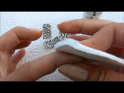 Paper print manicure van essence