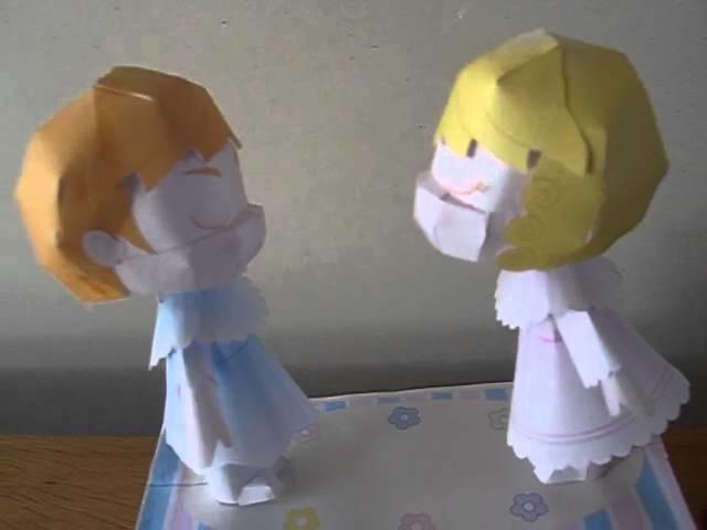 Papercraft kussende popjes