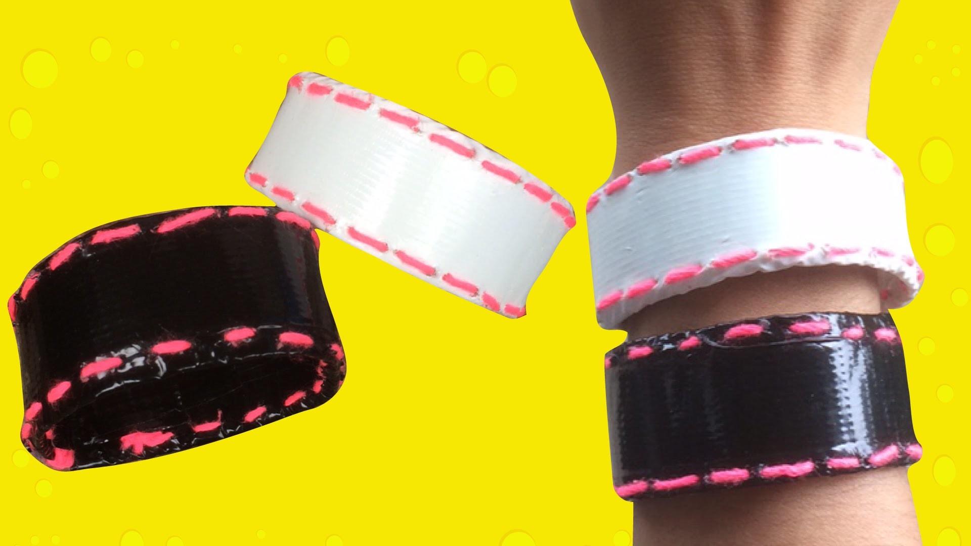 Armbandje knutselen met duct tape en stikken met naald en draad.