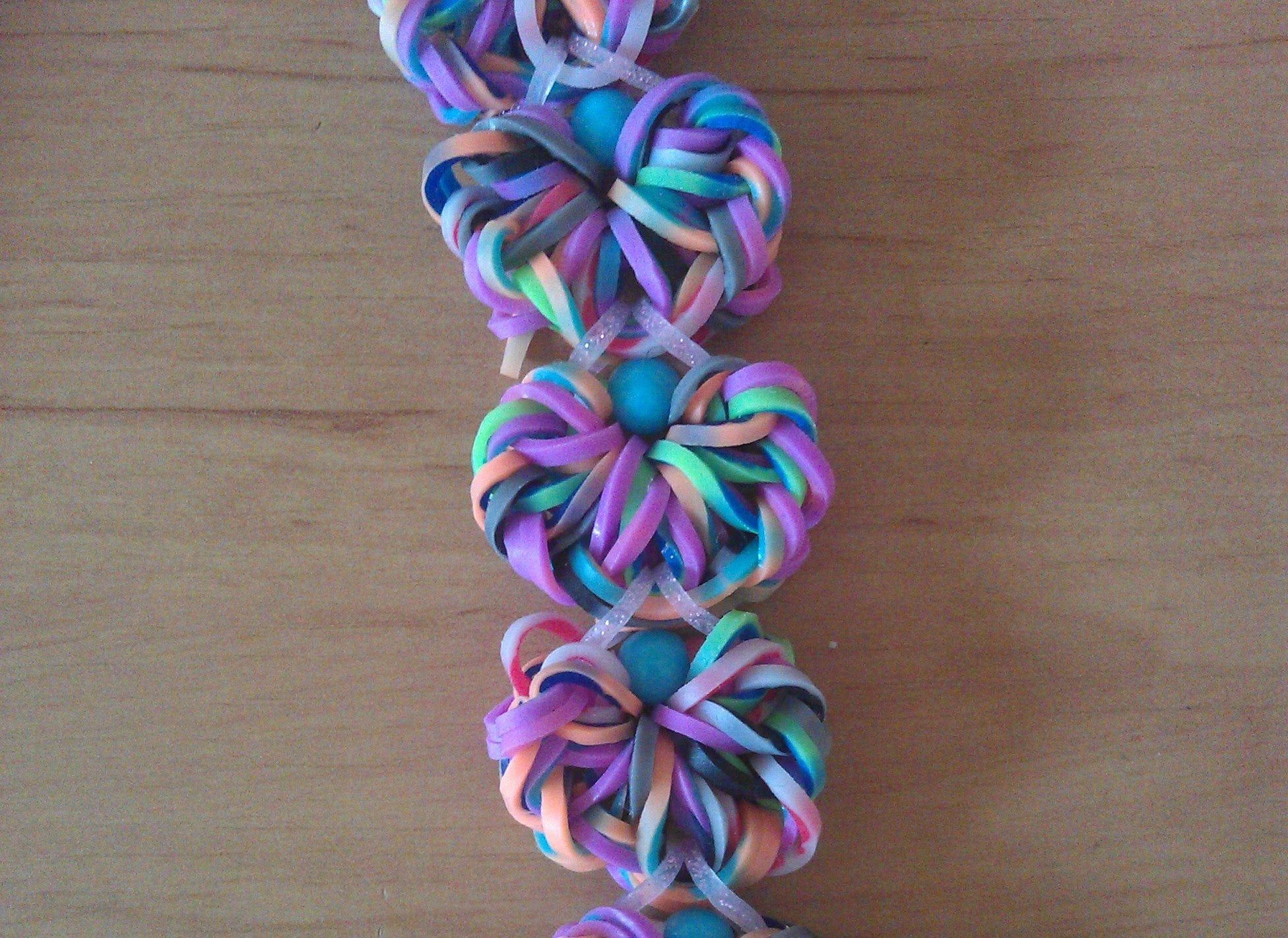 Rainbow loom Nederlands: flower doily armband. bracelet double bands. designed by waveloomers (IG)