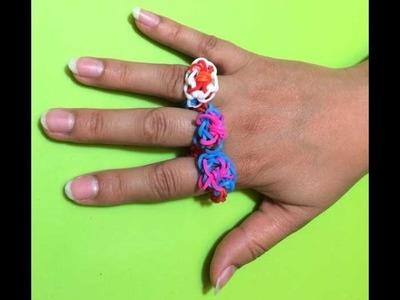 Leer hoe je een ring met Rainbow Loom bandjes en een haakpen maakt.
