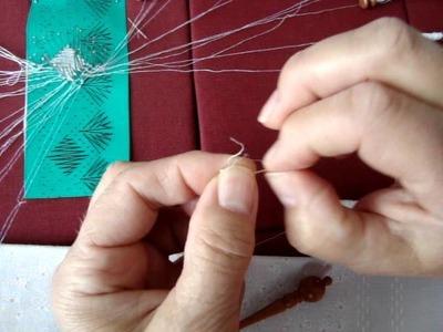 Kantklossen :Hoe maak ik een knoop  ?How to make knots in Bobbin Lace