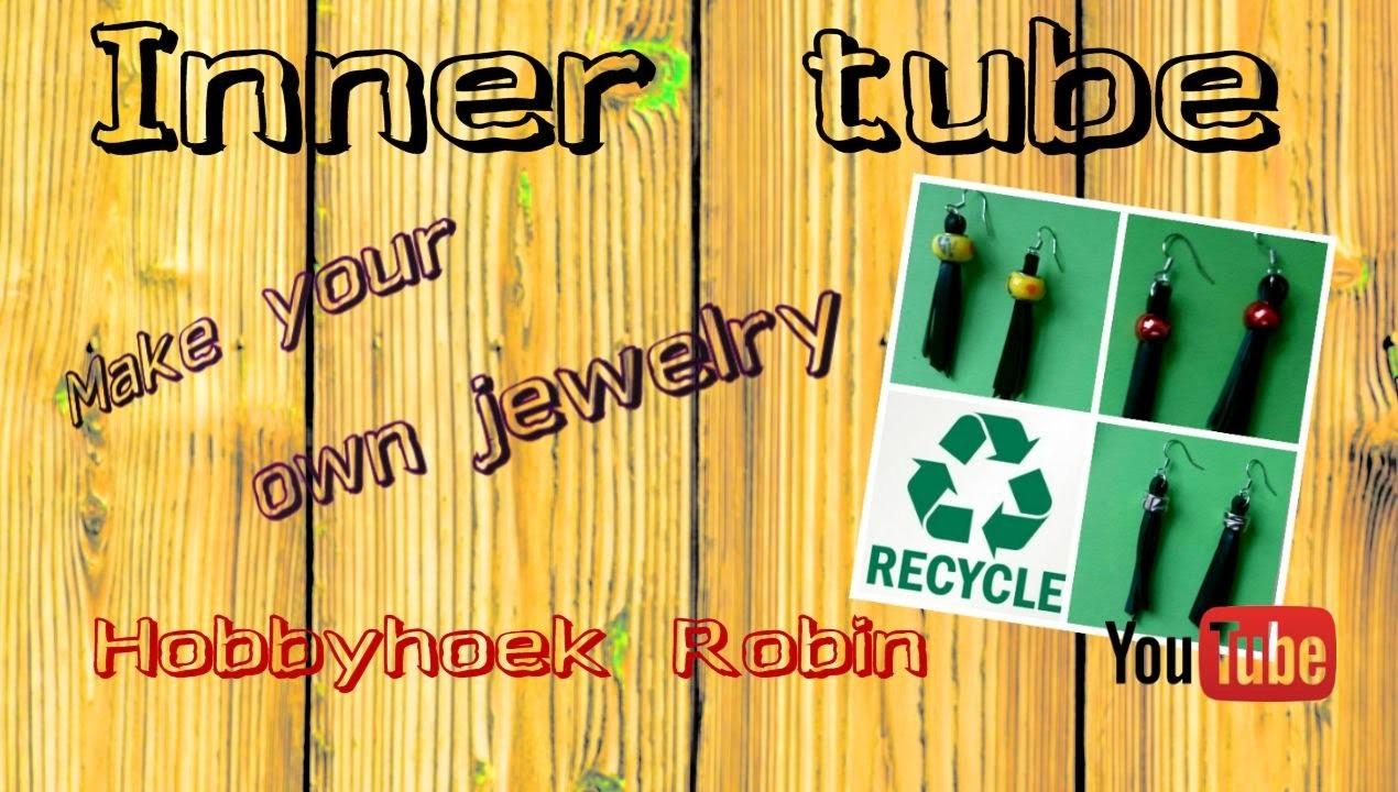 Recycle -time.  Oorbellen van een fiets binnenband. DIY, earrings a bicycle inner tube