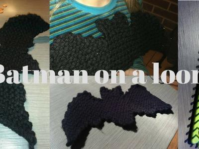A Bat on a knitting loom. - Een vleermuis op een breiloom.