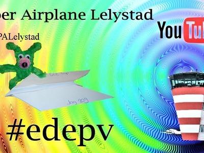 Edepv 209 Lelystad Papieren vliegtuig vouwen. Paper airplane folding. Avion en papier pliage