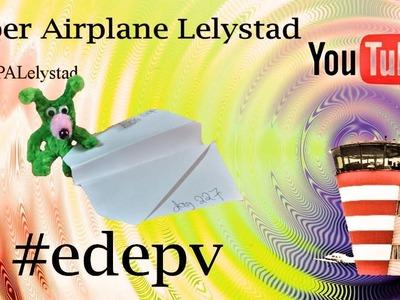 Edepv 227 Lelystad Papieren vliegtuig vouwen. Paper airplane folding. Avion en papier pliage