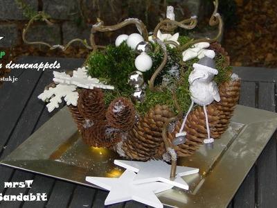 DIY kerststukjes maken, Weihnachtsdeko basteln: in een dennenappel-schaal. Christmas decorations