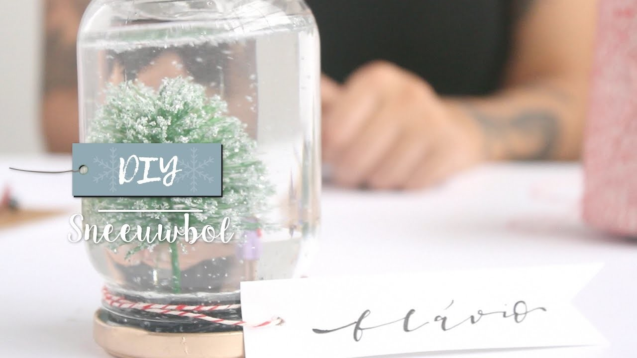 DIY Feestelijke sneeuwbol met kerstboom | Westwing stijltips