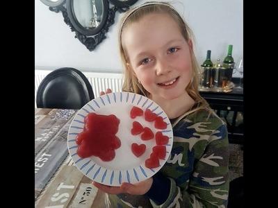 Diy 1 grote  snoep gummi beer maken en hartjes gummi snoep maken . Super makkelijk zelf snoep maken